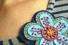 lurga / Flowie No1 felted brooch as a flower