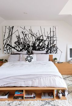 Heritage house Toronto, Roncesvalles: go graphic with an abstract acrylic painting - Chatelaine