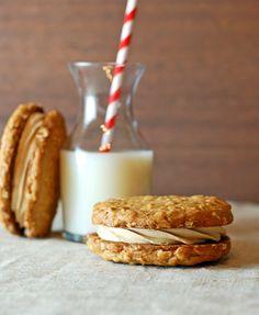 Better Nutters cookie (from Bouchon Bakery Las Vegas) Coffee Cookies, Biscuit Cookies, Cupcake Cookies, Sandwich Cookies, Cupcakes, Great Desserts, Dessert Recipes, Cookie Brownie Bars, Fudge Cookies