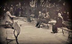 İlki benim yeni gördüğüm bir fotoğraf. Daha önce ve bugün yayınladığım, CHP tarafından Gülhane Parkında düzenlenen yeni harflerin tanıtımı ile ilgili gala fotoğrafının diğer açıdan çekilmiş karesi. Soldan sağa. İsmet İnönü, Mustafa Kemal ve Kılıç Ali görülüyor. İkinci fotoğraf ise bildiğimiz fotoğrafın daha geniç kadrajlı ve net olanı. İstanbul, 9 Ağustos 1928