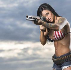 Topless Gun Girls : Photo
