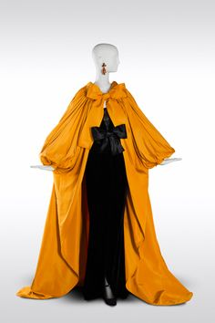 Velvet Sheath Dress and Faille de Chine Coat, fall/winter 1983 Yves Saint Laurent Modeled by Carla Bruni at the YSL show in Paris 80s Fashion, Fashion History, High Fashion, Vintage Fashion, Womens Fashion, Gothic Fashion, Yves Saint Laurent, Pretty Outfits, Beautiful Outfits