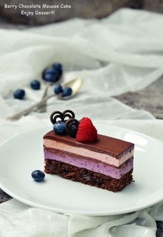 Cake with blueberry and raspberry mousse Chocolate Mousse Cake, Chocolate Recipes, Mini Desserts, No Bake Desserts, Sweets Recipes, Cake Recipes, Cake Cookies, Cupcake Cakes, Romanian Desserts