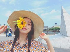 この日は少しレトロな雰囲気で撮影 晴れた ひまわり好きっ元気が出ますね #佐々木希 by sasakinozomi_station
