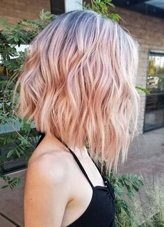 The bob hairstyles look great on women of all ages. Bob hairstyle is timeless and ageless. Here are the most glamorous bob hairstyles for women. Pink Short Hair, Pink Ombre Hair, Blonde Pink Balayage, Pastel Pink Hair, Pink Blonde Hair, Light Pink Hair, Curly Blonde, Hair Color Pink, Blonde Brunette