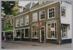 Bakkerij Elbertse, Kamp 39, op de hoek van de Kreupelstraat Bunt de kruidenier.
