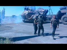 These Ukrainian Soldiers Can't Quite Figure Out How to Transport a Tank. It Doesn't End Well. - Cheezburger