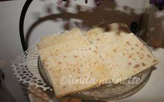 Hovedingrediensen i Valdreslefse er potet, og lefsa har mange bruksområder. Vanilla Cake, Camembert Cheese, Food And Drink, Baking, Desserts, Squash, Traditional, Navidad, Jewelery