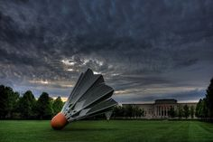 Shuttlecocks, a sculpture on the lawn of Kansas City's Nelson-Atkins Gallery of Art. Great Places, Places To See, Beautiful Places, Kansas City Missouri, Overland Park, Vacation Spots, Just In Case, Around The Worlds, Pictures