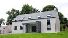 Modern farmhouse in Glenfarne, Co. Leitrim, designed by McCabe Architects Bungalow House Design, Cottage Design, Small Bungalow, Country Farmhouse Exterior, Modern Farmhouse, House Designs Ireland, Rural House, Farm House, Dormer House
