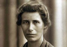 How Inge Lehmann used earthquakes to discover the Earth's inner core. The Danish seismologist who figured out the inner structure of our planet. Marie Curie, Les Inventions, Inner Core, United We Stand, Its A Mans World, Science News, Middle School Science, Women In History, Famous Women
