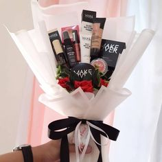 Makeup Bouquet Gift, Gift Bouquet, Bouquet Cadeau, Bouquet Box, Bff Birthday Gift, Birthday Gifts For Best Friend, Friend Valentine Gifts, Gifts For Friends, Gift Box For Men