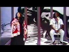 ▶ Mercedes Sosa - Volver a los 17 (con Milton Nascimento) - YouTube