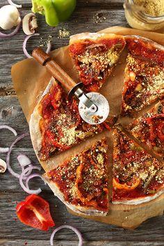 THEE BEST Vegan Pizza! Sauteed veggies, simple tomato sauce, loads of vegan parmesan cheese. Pizza perfection! #vegan