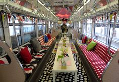 多摩モノレールイベント電車『IKEA立川 パーティートレイン・ダイニング号』