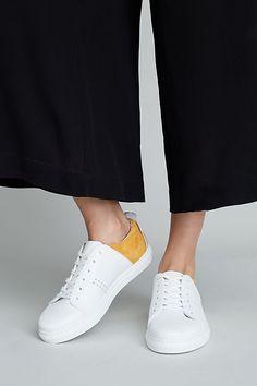 8db7ac82f4 188 najlepších obrázkov z nástenky Shoes v roku 2019