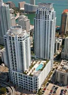 1050 Brickell condo completed in 2008, brings 570 residences to the Brickell Avenue pathway. With a thirty-fivestory tower and a sister forty-five story second tower (1060 Brickell), 1050 Brickell Avenue offers unhampered views of the ever-changing Miami Skyline.