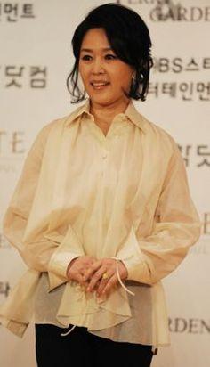 Name: Cha Hwa-Yeon Hangul: 차화연 Birthdate: December 27, 1960