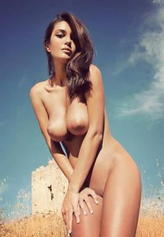 iluvbillyelliot:  sunny day, hot babe