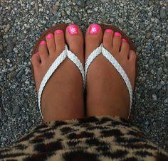 Hot pink toes w/ Hawaiian flower & gem