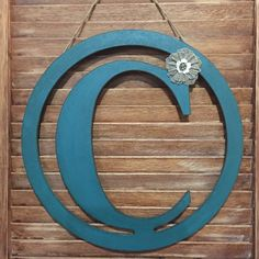 This rustic distressed initial letter C is surrounded by a rustic Country Teal 14 diameter circle. Has jute twine hanging capabilities. This rustic door hanger has a removable accent flower so that you can arrange it to your liking.  Message me if you have a special letter in mind or a request and