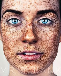 The Beauty Of The Freckles By The Photographer Brock Elbank Beautiful Freckles, Beautiful Redhead, Beautiful Eyes, Redheads Freckles, Freckles Girl, Redhead With Freckles, Modelo Albino, Pretty People, Beautiful People