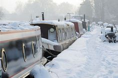 Guide to living on a narrowboat in winter, winterising your boat, your boat your boat Canal Boat Narrowboat, Canal Boat Interior, Canal Barge, Dutch Barge, Boat Lift, Narrow House, South Yorkshire, Floating House, Boat Stuff