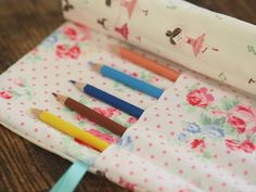 We LOVE this super cute pencil roll created by Corrie at @Retromummy. It makes for the perfect birthday gift and it's great for the kids to keep their pencils organised :) Click through for the instructions