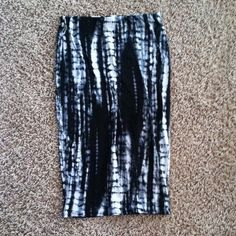 Tie dye high waist cotton pencil skirt Very comfortable, really neat design, jazz up a crop top in a big way with this crucial piece. Will fit a small best, but is very stretchy and could accommodate a medium as well. Not sure where purchased H&M Skirts Pencil