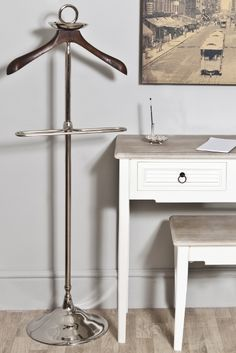 This aluminium mens butler valet suit stand with wooden hanger would make a great gift to give the man in your life.
