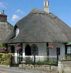 Thatched cottage Fairytale Cottage, Romantic Cottage, Cozy Cottage, Shabby Cottage, Cottage Homes, Cottage Style, Romantic Getaway, Shabby Chic, Small Cottages