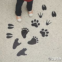 Orientatl Trading: Wild-encounters-vbs-animal-tracks-floor-clings - Great for a VBS room. Safari Jungle, Safari Theme, Jungle Theme, Jungle Animals, Jungle Party, Safari Party, Cutest Animals, Room Ideias, Yellow Crafts