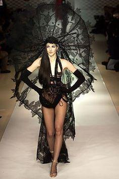 Jean Paul Gaultier Spring 2003 Couture Fashion Show - _Circ¿_    Suzanne Von Aichinger (MARILYN)