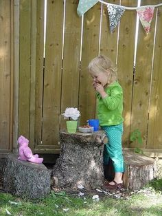 Tree stump table and chairs Kids Outdoor Play, Outdoor Play Spaces, Backyard For Kids, Outdoor Fun, Backyard Ideas, Kids Play Spaces, Kids Play Area, Stump Table, Play Yard