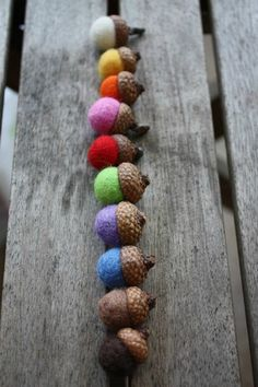 Felted acorns - omgs, omgs - must try this. Where can I get these caps? http://casaundco.blogspot.com/