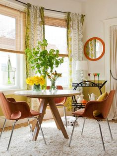 Cute Retro Round Dining Table and Chairs