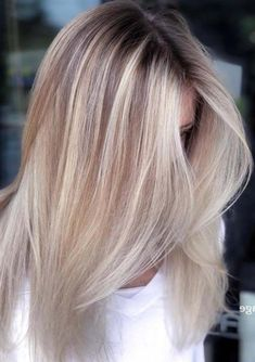 Gorgeous Blonde Balayage Hairstyles Trends for 2019 Are you looking the Fresh Look of Balayage hairstyle? Just Browse here and see the Most Recent Hairstyle Ideas of Balayage Hair. Just try it and enhance your beauty. Medium Blonde Hair, Ash Blonde Hair, Balayage Hair Blonde, Blonde Ombre, Balayage Hairstyle, Haircolor, Balayage Straight Hair, Ice Blonde, Hair Color Highlights
