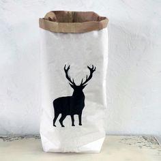 026ed41b7eb40 Torba papierowa Deer Papierowy worek wykonany z trzech warstw papieru  recyklingowego. Wytrzymały. Z motywem