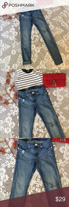 🌹Chic distressed skinnys 🌹Rock & Republic distressed and well loved skinny jeans. Med/light wash, stretchy and mid rise, form fitting and fabulous! These have been well loved and broken in to the perfect place of greatness! LOL  some minor wear. Perfect fun jeans! Size 6 ❤️ Rock & Republic Jeans Skinny