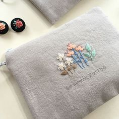 Ideas for embroidery bag diy crafts Embroidery Purse, Hand Embroidery Stitches, Hand Embroidery Designs, Ribbon Embroidery, Cross Stitch Embroidery, Cross Stitching, Needlework, Creations, Sewing