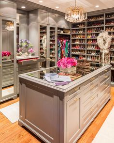 Walk in closet - gorgeous