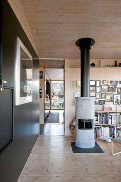 Photo: Jiri Havran via Klikk Bolig This Norwegian home is located in Rennesøy and is designed by architect Knut Hjeltnes M. Residential Architecture, Interior Architecture, Interior Design, Scandinavian Architecture, Scandinavian Style, Norwegian House, Upstairs Bathrooms, Cozy Fireplace, Photo On Wood