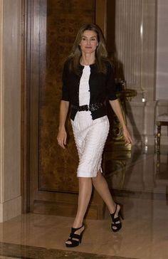 La Princesa Letizia recibe a diseñadores españoles.