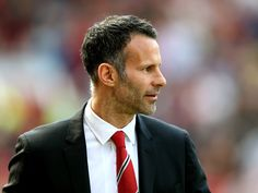 Bryan Robson: 'Ryan Giggs is ready to take over at Manchester United'
