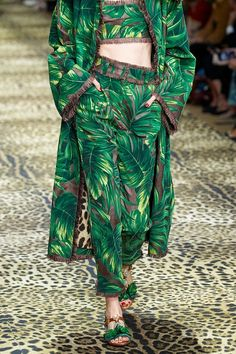 Dolce & Gabbana Spring 2020 Ready-to-Wear Collection - Vogue 2020 Fashion Trends, Fashion 2020, Runway Fashion, High Fashion, Fashion Show, Womens Fashion, Dolce & Gabbana, Green Fashion, Colorful Fashion
