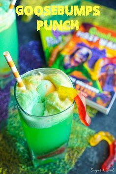 This Goosebumps Punch is an easy drink made with just 4 ingredients! It's the perfect addition to Halloween parties too! (Halloween Cake For Boys) Halloween Cocktails, Halloween Snacks, Halloween Punch For Kids, Creepy Halloween Food, Easy Halloween, Halloween Parties, Halloween Dinner, Alcholic Halloween Drinks, Alcholic Drinks