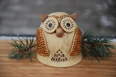 Straw Bag, Christmas Ornaments, Holiday Decor, Owls, Barn Owls, Animales, Artists, Products, Pottery Ideas