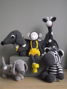 OMG I want to learn how to make them! I absolutely love these! #crochet #animals #teachme