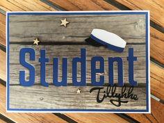 Studenterkort   I dag viser jeg igen studenterkort her på bloggen.   Jeg laver gerne flere kort efter samme model, hvor der er bare er fors... Student, Cards, Inspiration, Graduation, Biblical Inspiration, Moving On, Maps, Playing Cards, College Graduation