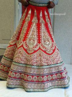 Featured Vendor Kala Shree- Karol Bagh Tag Kala Shree- Karol Bagh Browse Similar Images Wedding Lehnga, Bridal Lehenga, Wedding Wear, Pattu Saree Blouse Designs, Lehenga Designs, Indian Bridal Wear, Indian Wear, Indian Dresses, Indian Outfits